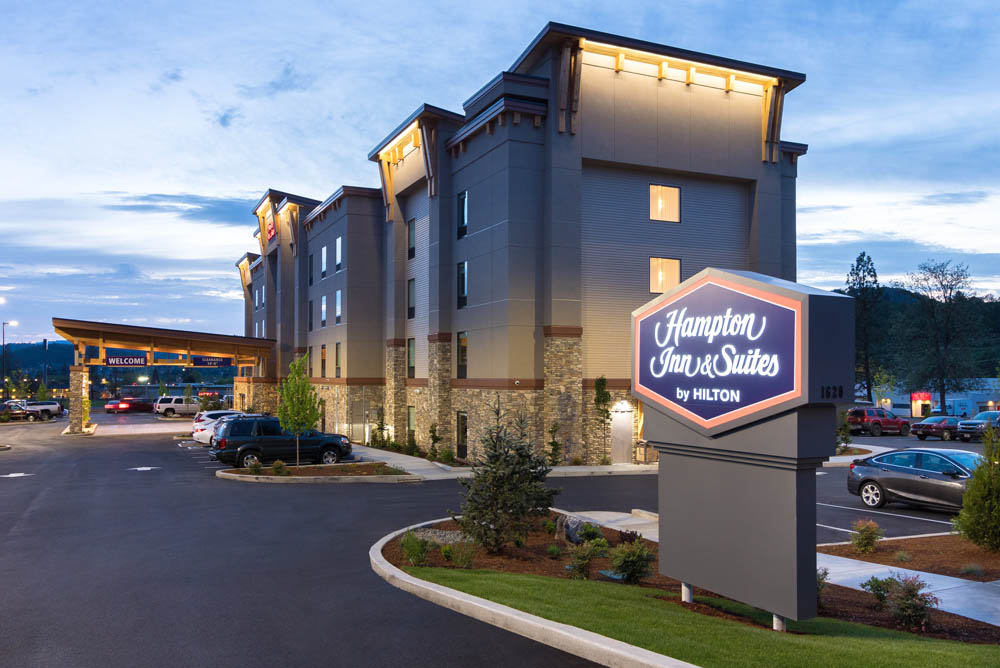Hampton Inn & Suites - Roseburg, OR